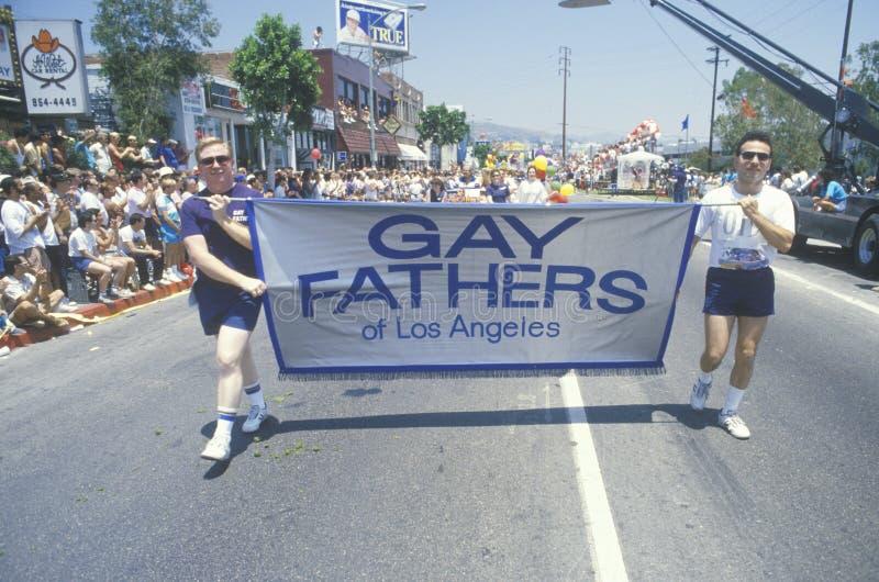 Голубые отцы маршируя в голубой & лесбосский парад гордости стоковое фото rf