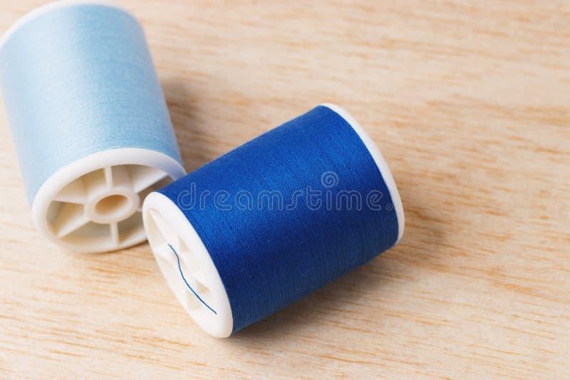 Голубые пряжи стоковые изображения