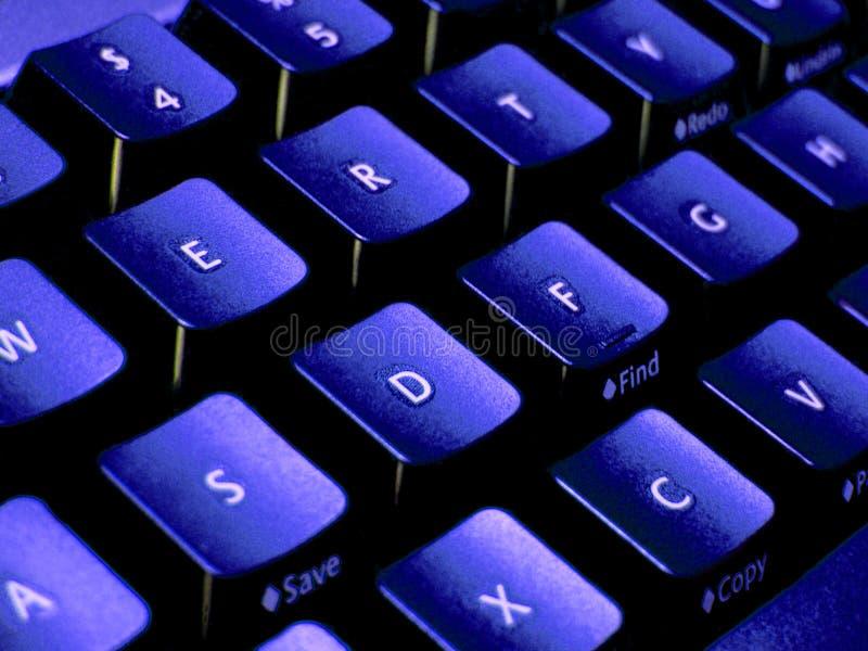 голубые тоны клавиатуры крупного плана стоковые фотографии rf
