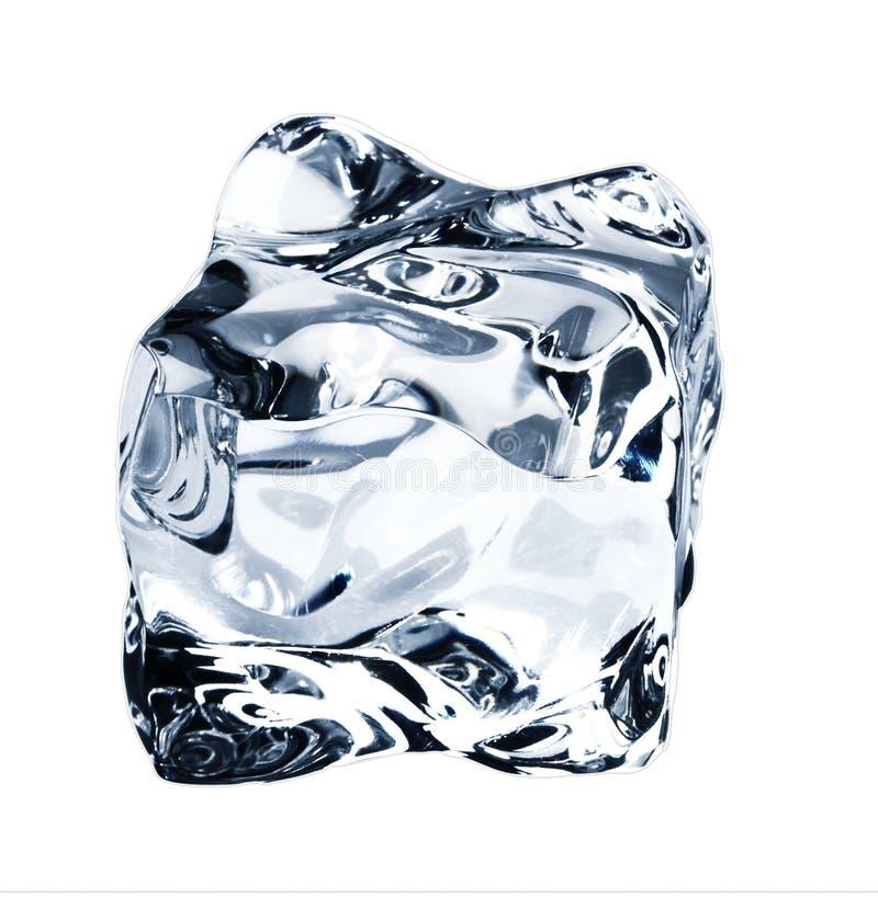 голубым белизна кубика изолированная льдом стоковое изображение