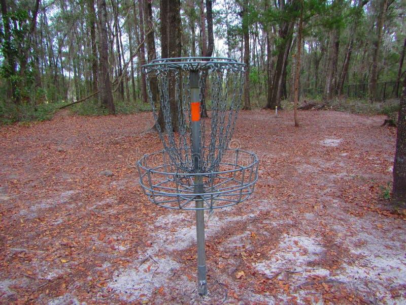 """Гольф диска или гольф """"отверстие """"или корзина frisbee металла стоковые фотографии rf"""