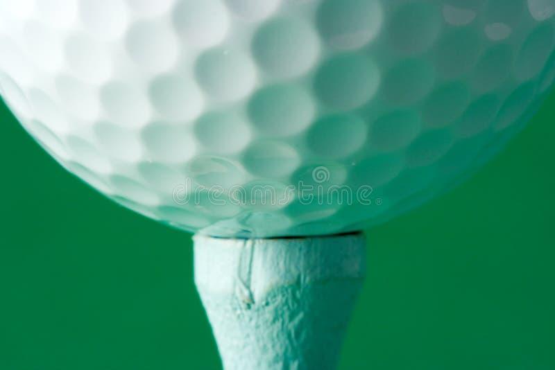 гольф шарика teed вверх стоковая фотография