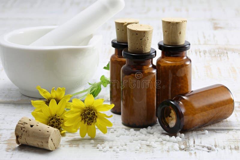 Гомеопатические пилюльки арники стоковая фотография rf