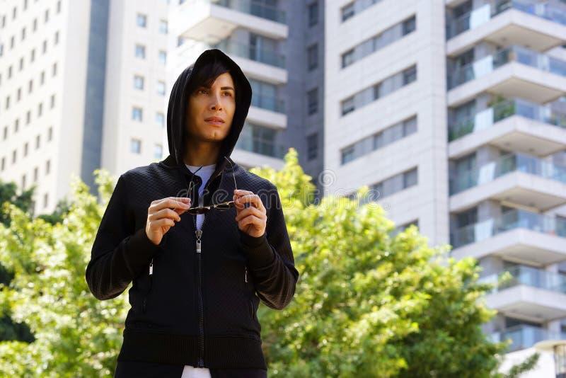 Гомосексуалист Гая в городе стоковое фото rf
