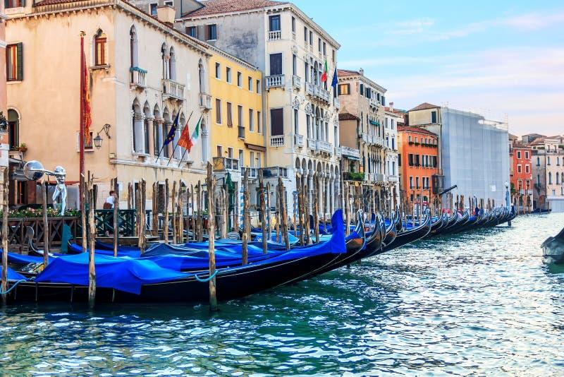 Гондолы Венеции в большом канале, Италии стоковая фотография rf