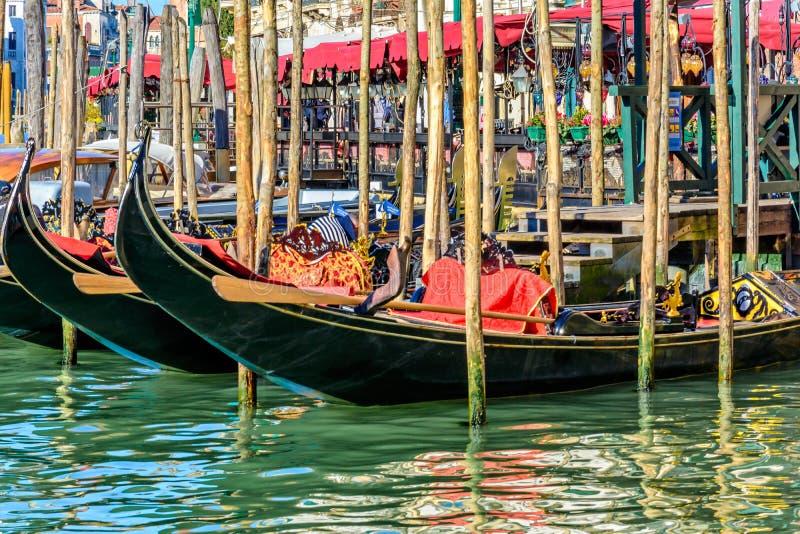 Гондолы как замечено в грандиозном канале Венеции Италии 2015 стоковые фото