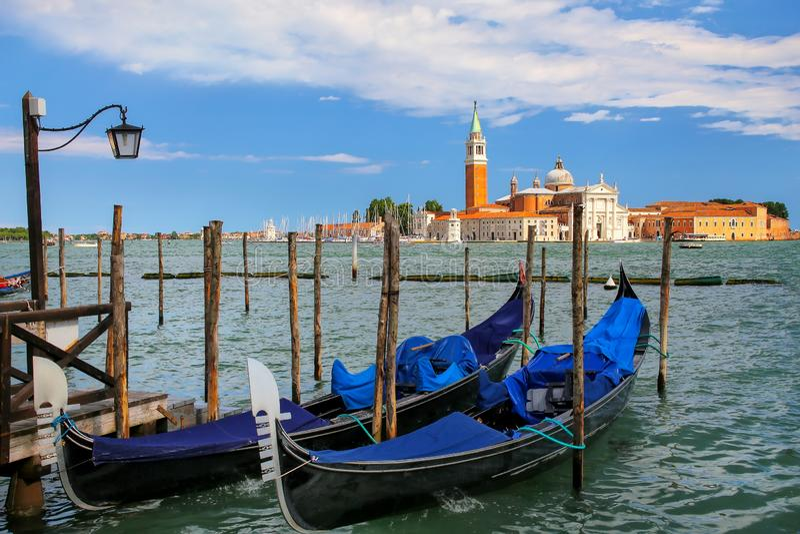 Гондолы причалили около квадрата Сан Marco поперек от мам Сан Giorgio стоковые фото