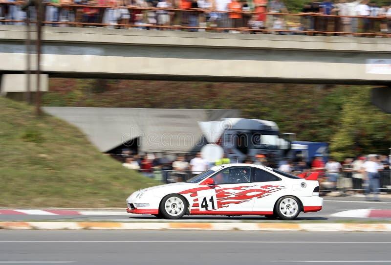 гонка автомобиля
