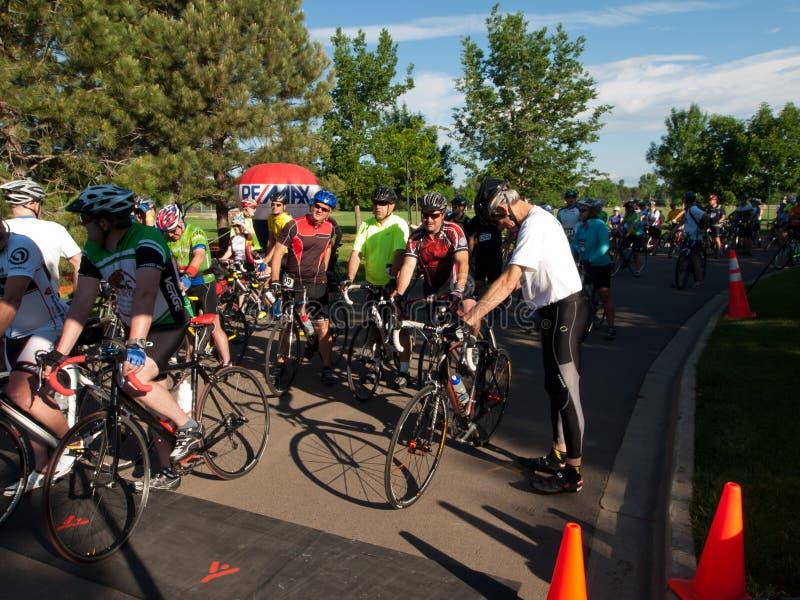Гонка велосипедистов стоковые изображения rf