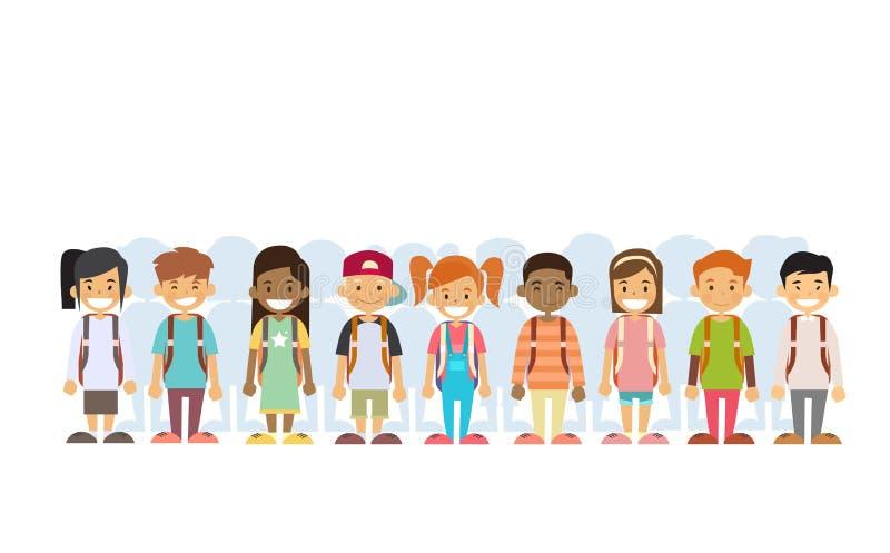 Гонка смешивания группы детей стоя в линии иллюстрация вектора