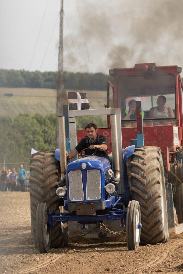 Гонка сопротивления трактора стоковые изображения
