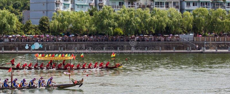 Гонка фестиваля шлюпки дракона стоковое изображение rf
