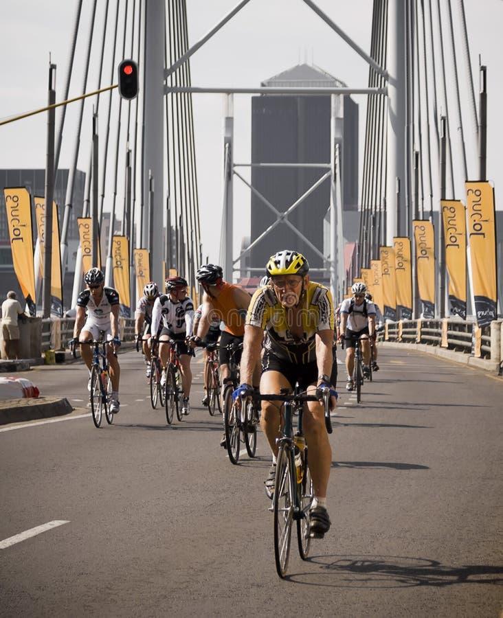 Гонка цикла - раздел моста Mandela стоковые фотографии rf
