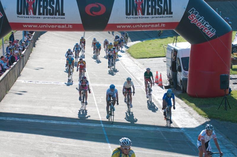 гонка klaipeda 2012 дюн велосипеда золотистая стоковая фотография