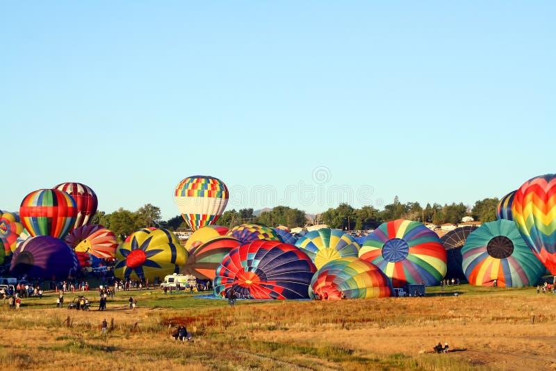 Download гонка Reno воздушного шара большая Редакционное Стоковое Фото - изображение насчитывающей летание, balletic: 18383758