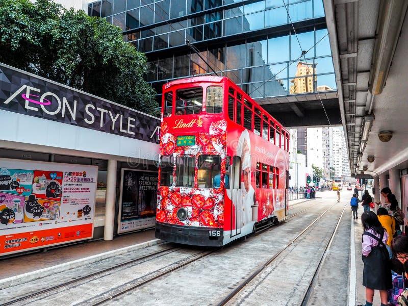 Гонконг, Китай - ДЕКАБРЬ 2016: трамвай Двух-палубы 9-ого декабря 2013 в Гонконге Система трамвая Двух-палубы самая известная стоковое изображение rf