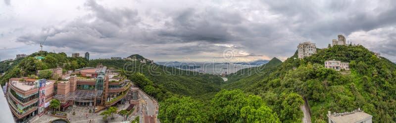 Гонконг, Китай - около сентябрь 2015: Пиковые торговый центр Galleria и развлекательный центр na górze Виктории выступают в Hong стоковое изображение rf