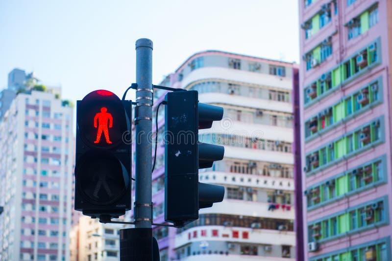 Гонконг - 10-ое января 2018: Светофор с красным светом с стоковая фотография