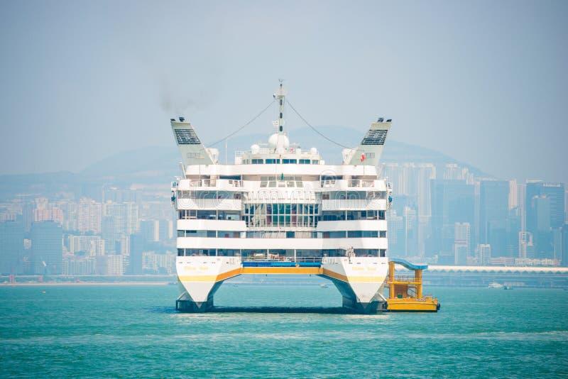 Гонконг - 23-ье сентября 2016: Шлюпка пассажира в harbo Виктории стоковые фото