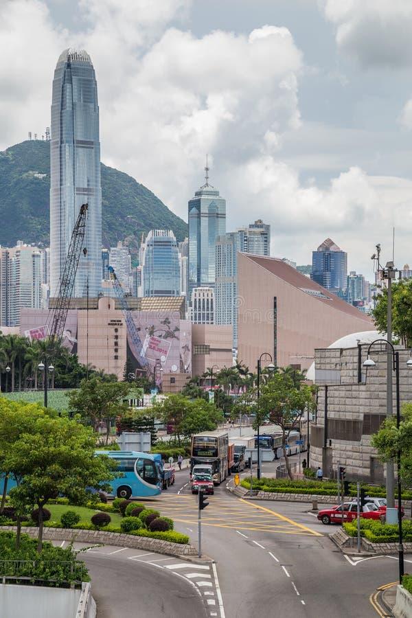 Гонконг, SAR Китай - около июль 2015: Горизонт Гонконга к центру города увиденный от Kowloon стоковые изображения