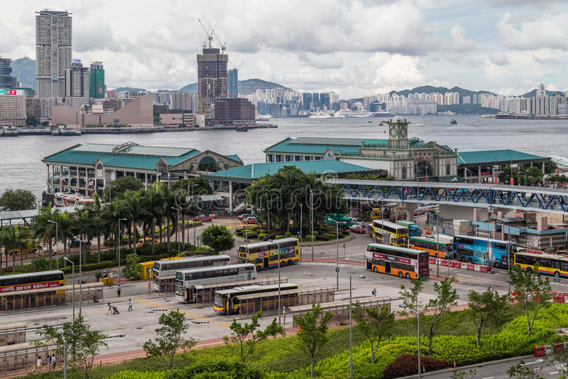 Гонконг, SAR Китай - около июль 2015: Центральная пристань парома и музей Гонконга морской стоковое изображение rf