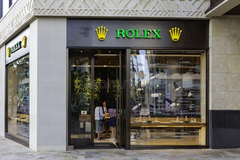 ГОНОЛУЛУ ГАВАИ США - 2-ОЕ АПРЕЛЯ 2019: Магазин дозора Rolex на пляже Waikiki Rolex SA швейцарский роскошный часовщик стоковые фото