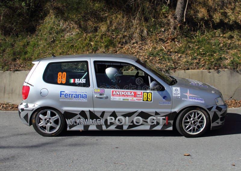 Гоночная машина поло GTI VW, который включили в гонку стоковые фото
