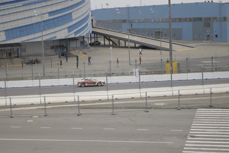 Гоночный автомобиль на испытательном пробеге на следе formula1 в Сочи стоковые фото