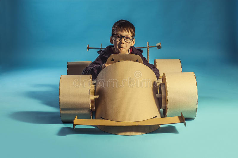 Гоночный автомобиль картона стоковое изображение rf