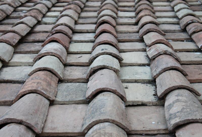 Download Гонт крыши стоковое фото. изображение насчитывающей темно - 41651644