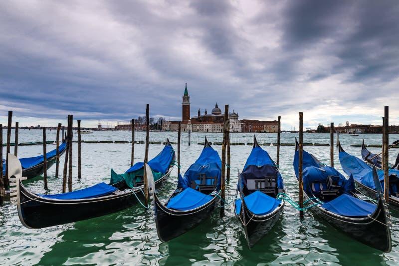 Гондолы в Венеции, Италии стоковые изображения