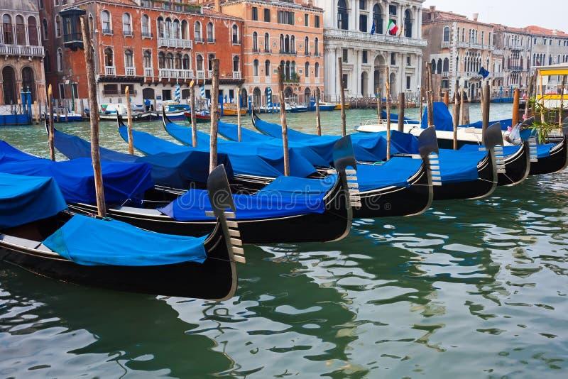 Download Гондолы в Венеции стоковое фото. изображение насчитывающей гондола - 37929428