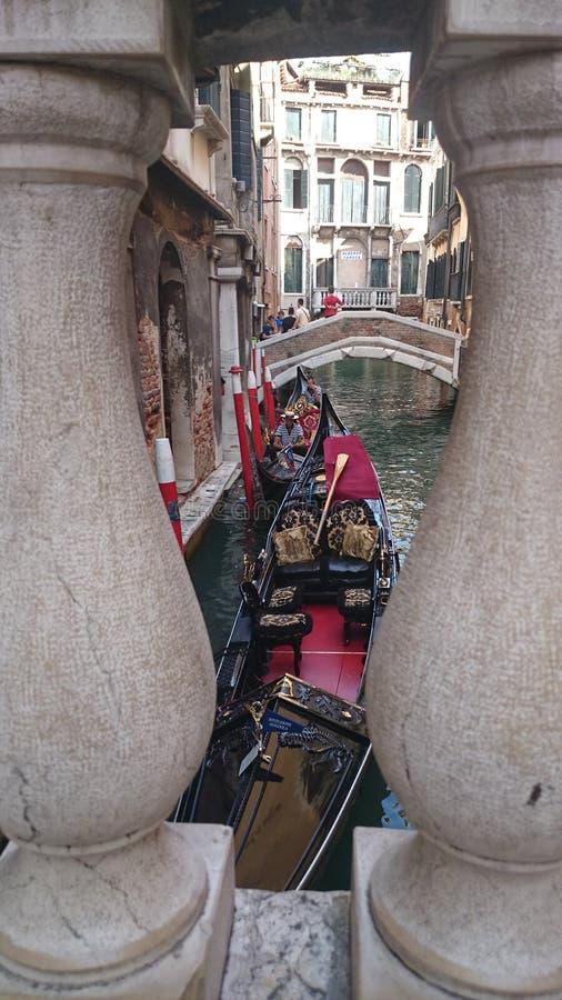 Гондолы от моста стоковая фотография