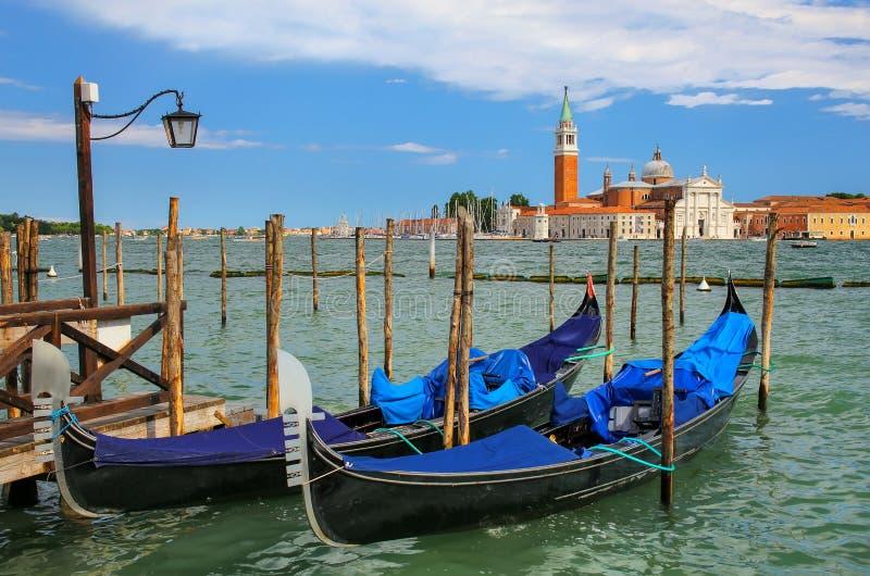Гондолы причалили около квадрата Сан Marco поперек от мам Сан Giorgio стоковое фото