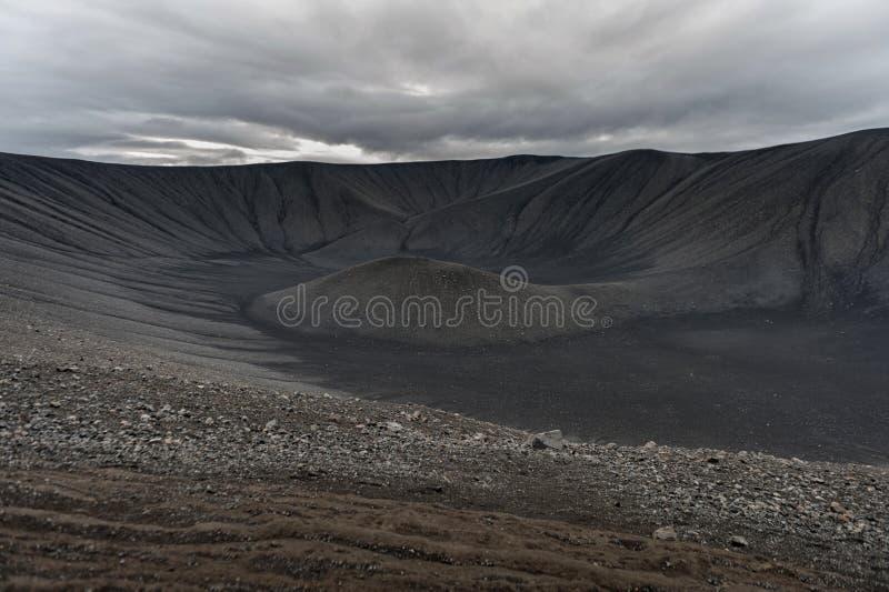 Гора лавы в Исландии Путь вокруг с отверстием в середине Hverfell, Hverfjall стоковая фотография