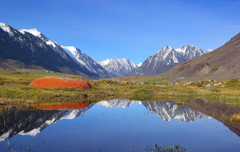 гора ландшафта озера Крыма dag ayu стоковая фотография