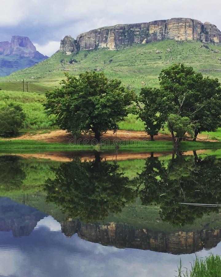 Гора дважды стоковое изображение