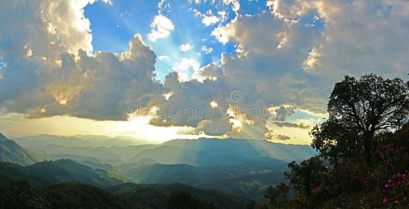 гора вечера светлая стоковое изображение