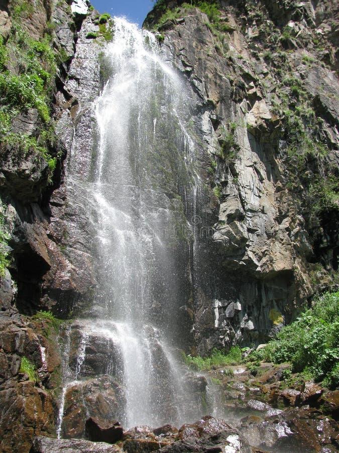 Гора, водопад стоковая фотография rf