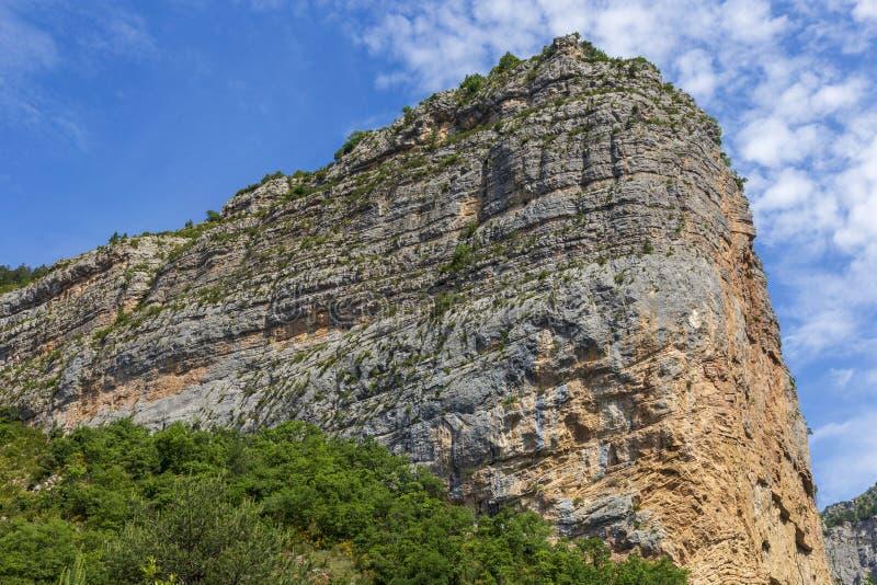 Гора в Ключе de Barles каньон реки Bes около bains les Digne стоковая фотография
