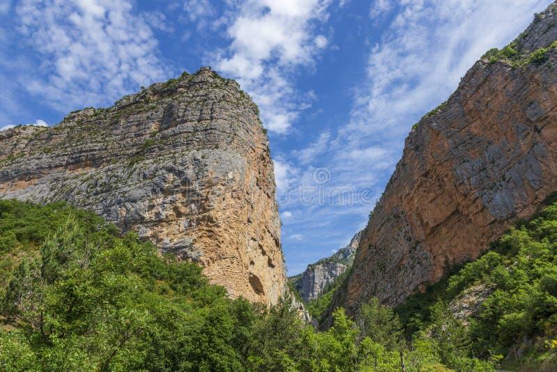 Гора в Ключе de Barles каньон реки Bes около bains les Digne стоковое фото rf