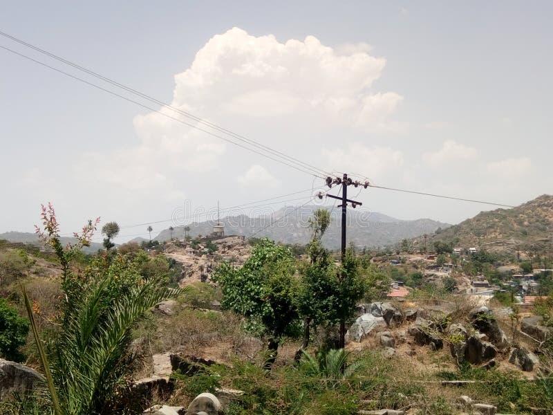 Гора гор под облаком стоковое изображение
