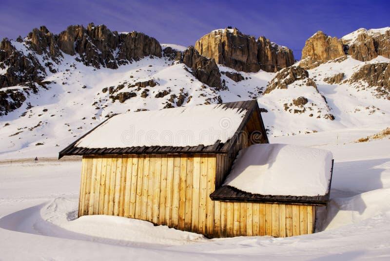 Download гора дома стоковое фото. изображение насчитывающей дом - 18378950