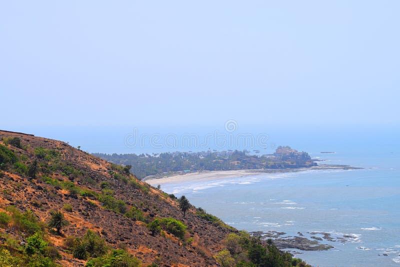 Гора и море - естественный ландшафт в зоне Konkan в Индии стоковая фотография rf