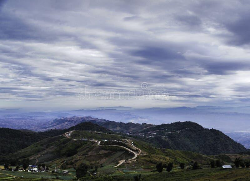 Гора и небо стоковое изображение rf