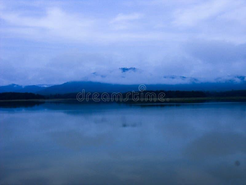 Гора и реки стоковое изображение rf