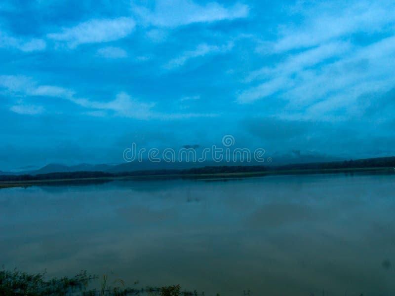 Гора и реки стоковая фотография