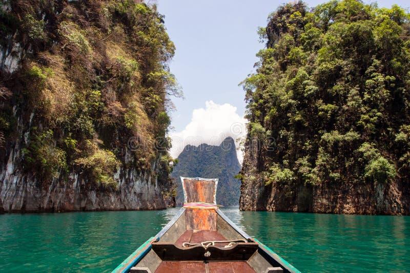 Гора на Khao-sok Suratthani, Таиланде стоковые изображения