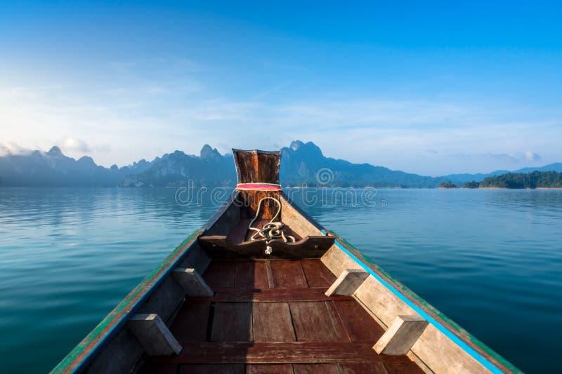 Гора на Khao-sok Suratthani, Таиланде стоковые фото