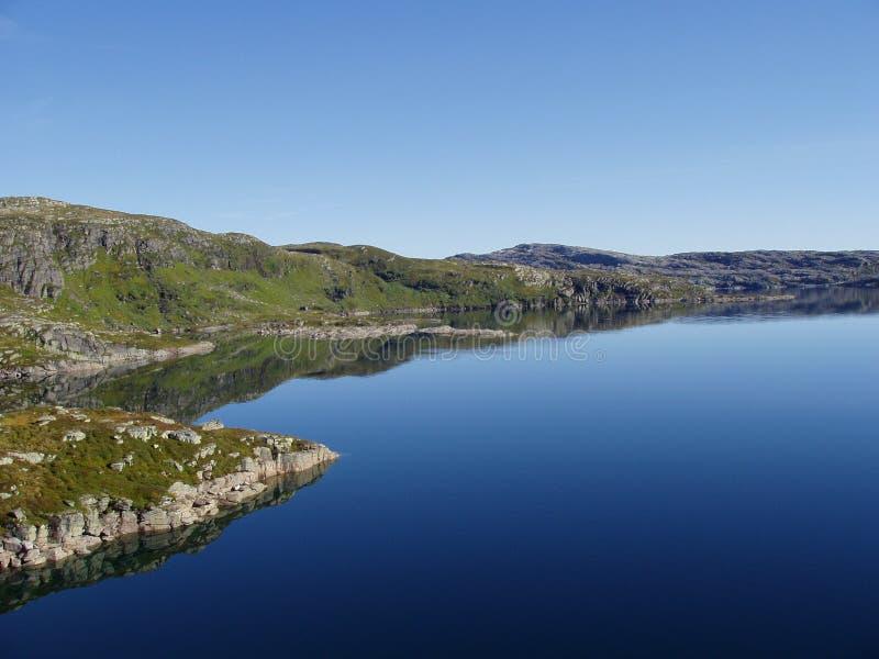гора Норвегия озера стоковое изображение